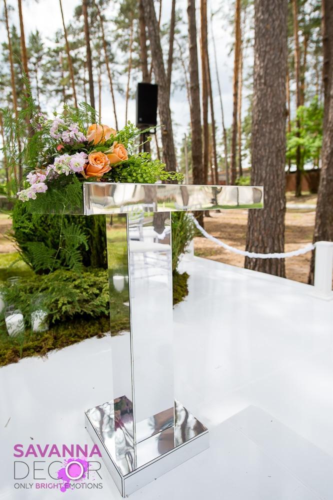Зеркальный столик