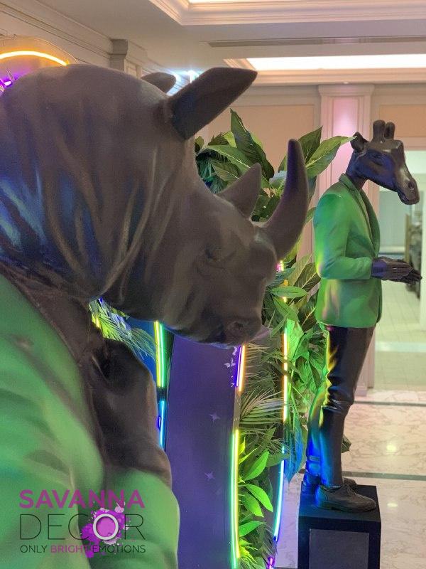 Статуи с головами животных