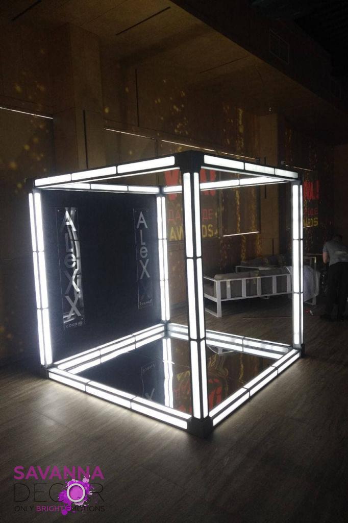 Каркасный светящийся куб