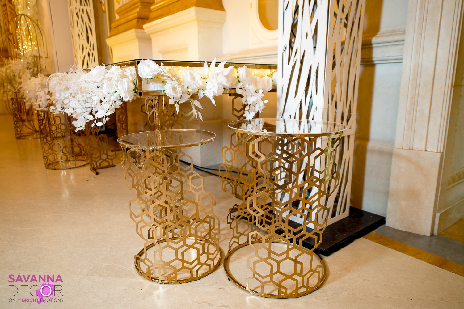 Стол для президиума с цветочным наполнением